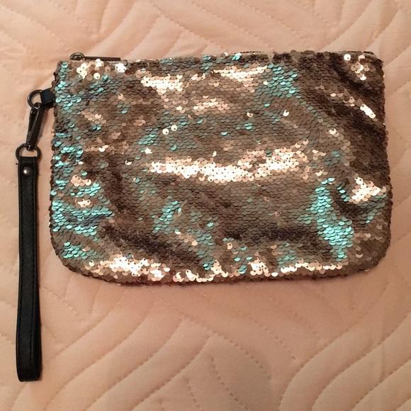 Merona Handbags - Merona Gold Sequin Bag
